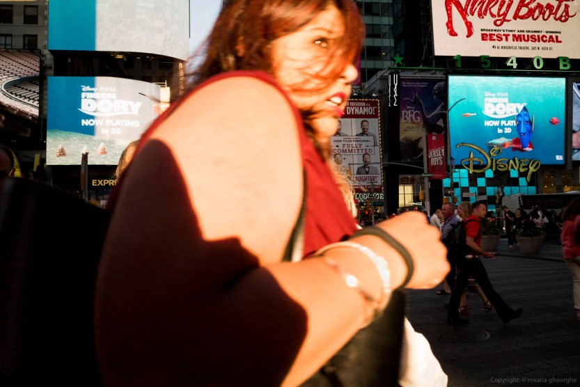 Street Times Square Woman Red Shirt Scared L&S 2016